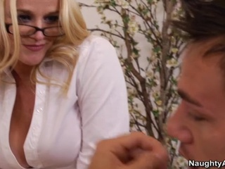 Blonde milf guru shaggs bad learner to teach him lesson