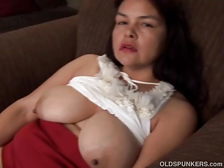 Pretty big tits mature babe imagines you fucking her pussy